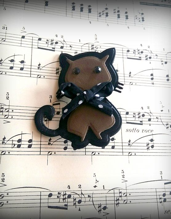 broche cat brown